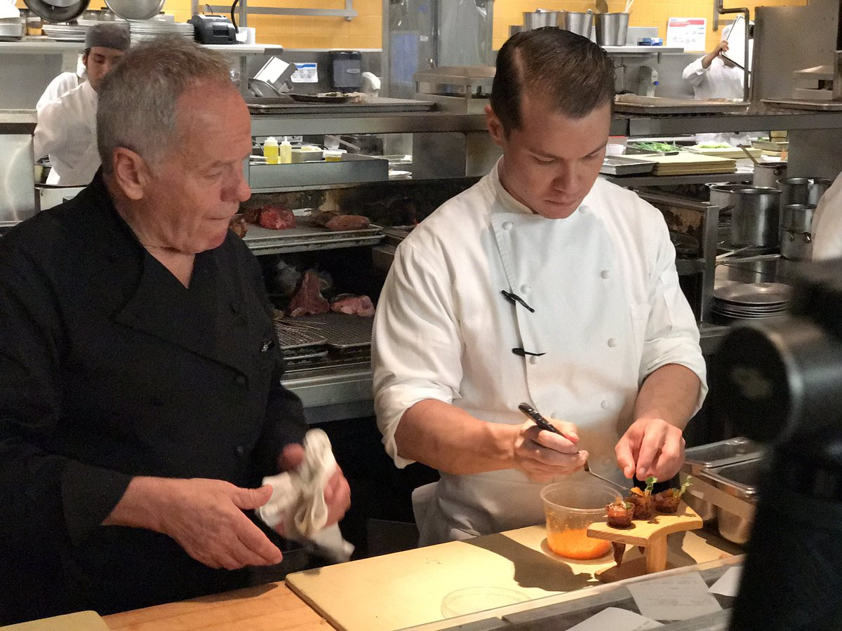 On set filming with The legend Wolfgang Puck today in #BeverlyHills @SpagoRestaurant https://t.co/TysCgjFunN
