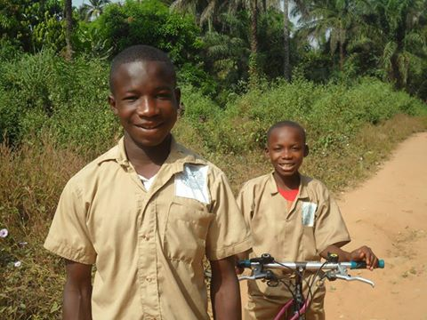 A #smile from these students on their way to school. #Guinea #Guinee #EducationForAll #EducationMakesADifference<br>http://pic.twitter.com/3U9MXWdFfR