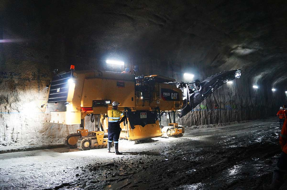 Congratulations Ealwin Operations on putting Australia's first PM620 to good use at the @westconnex project in Sydney. #paving #caterpillar https://t.co/b6lYosZbeh