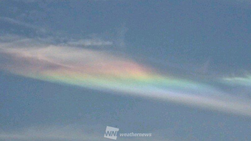 関東の空に幻想的な虹色の雲 「彩雲(さいうん)」が現れました!  weathernews.jp/s/…