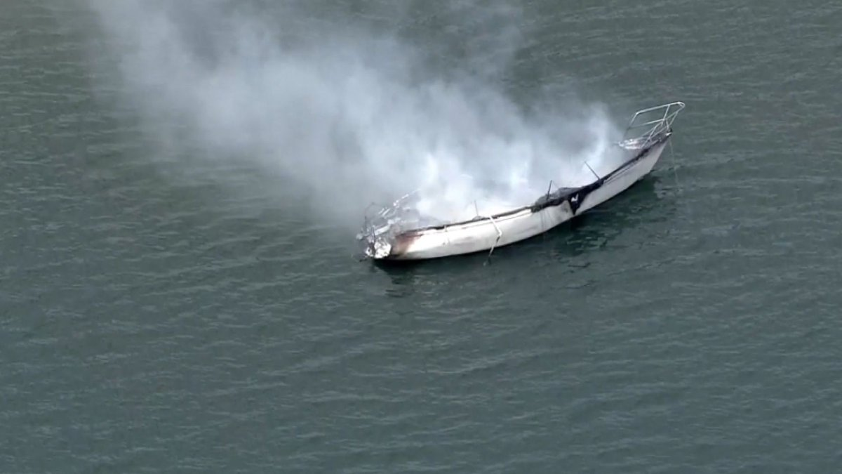 Good Samaritans rescue a mother and daughter from a boat fire in Florida. https://t.co/Q9mMHxNo4n
