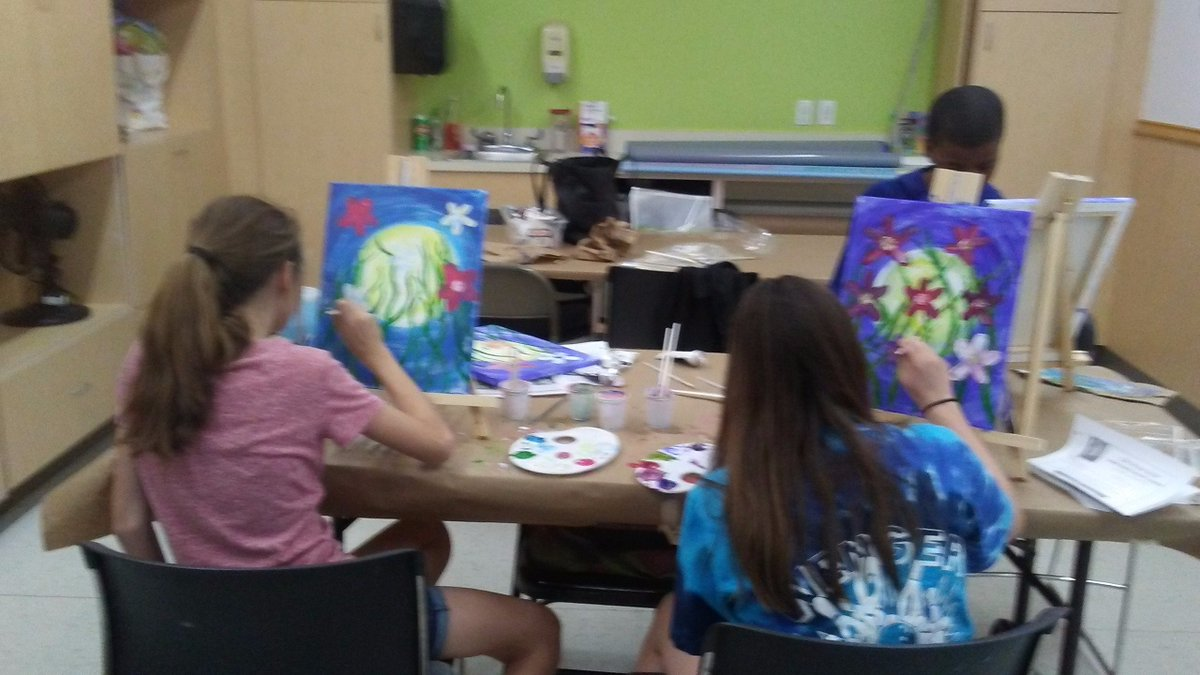 Kids having fun painting their colorful flowers. Teach classes at Michaels too.  #michaelscraftstore #beachwoodohio #grumbacherclass<br>http://pic.twitter.com/qom8bOYezt