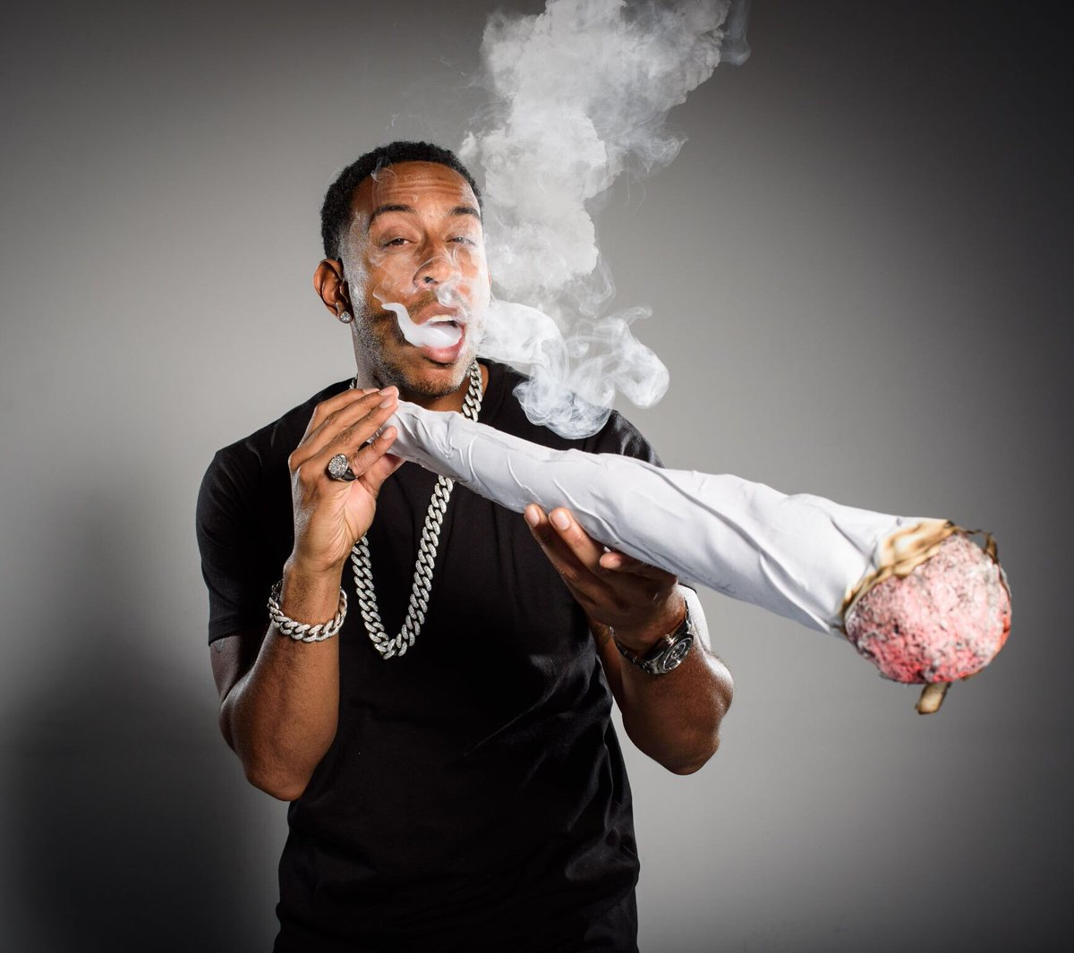 "Ludacris On Twitter: ""Started 4/20 EARLY. 🔥🔥💨💨"