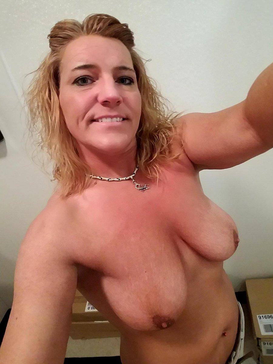 Nude Selfie 11055