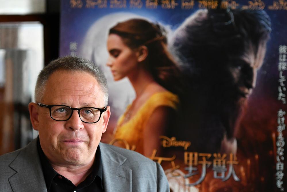 21日に公開される米ディズニー映画『#美女と野獣』。性的少数者(#LGBT)を描いた狙いについて、ビル・コンドン監督にGLOBE編集部の藤えりか記者がインタビューしました。https://t.co/6cHtTz6vpA https://t.co/U5JmpOzMaf