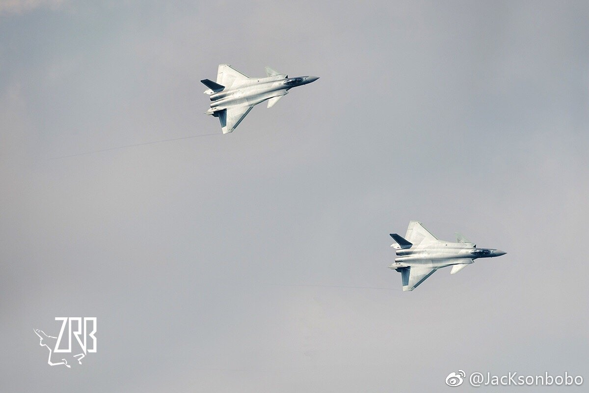 2 J-20s fly in formation