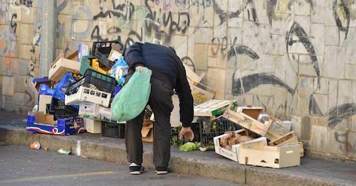 Italia sempre più povera, anche nei redditi