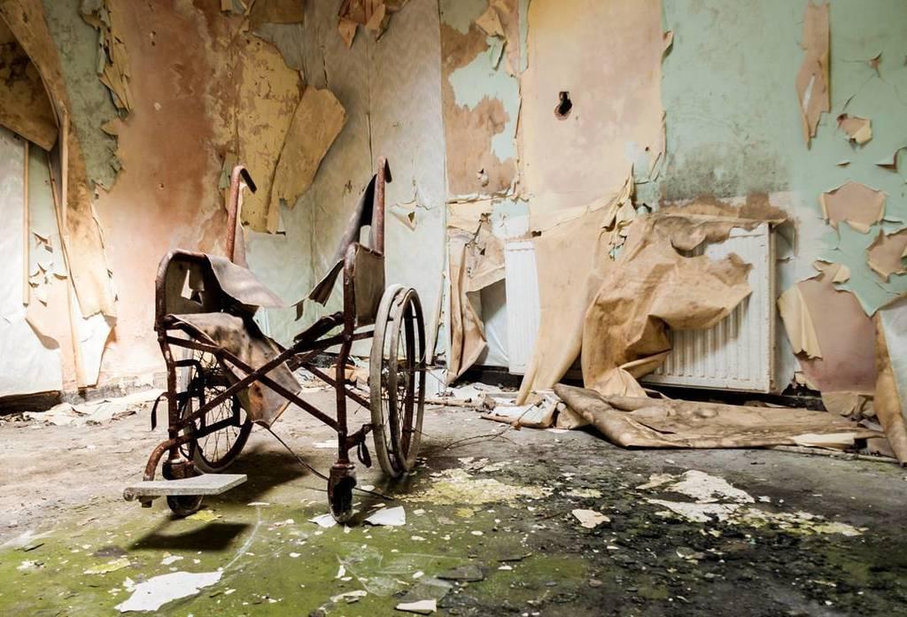Broken. Denbigh. 2011. #throwback #urbanexploration #ue #urbex #wales #denbigh #asylum #hospital #decay #derelict …  http:// ift.tt/2pG5bHC  &nbsp;  <br>http://pic.twitter.com/mC8o80xrTP