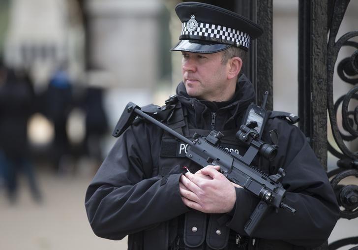 UK police can shoot terrorists engaged vehicular #jihad  http:// tru.news/2pGYUxY  &nbsp;  <br>http://pic.twitter.com/GPLwwpbrPy