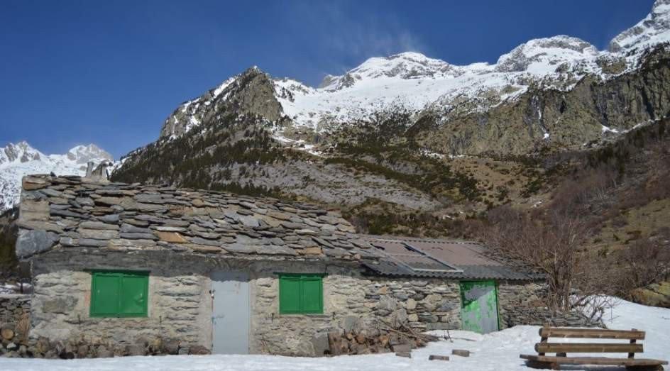 """Hoy hacen 27 años de aquel """"20 de Abril del 90""""  ¡Y ahora me entero que la Cabaña del Turmo existe!   http://www. 20minutos.es/noticia/301605 4/0/20-abril-90-celtas-cortos-cabana-turmo-huesca-pirineo/#xtor=AD-15&xts=467263  …  #celtascortos pic.twitter.com/EaThgYh3a0"""