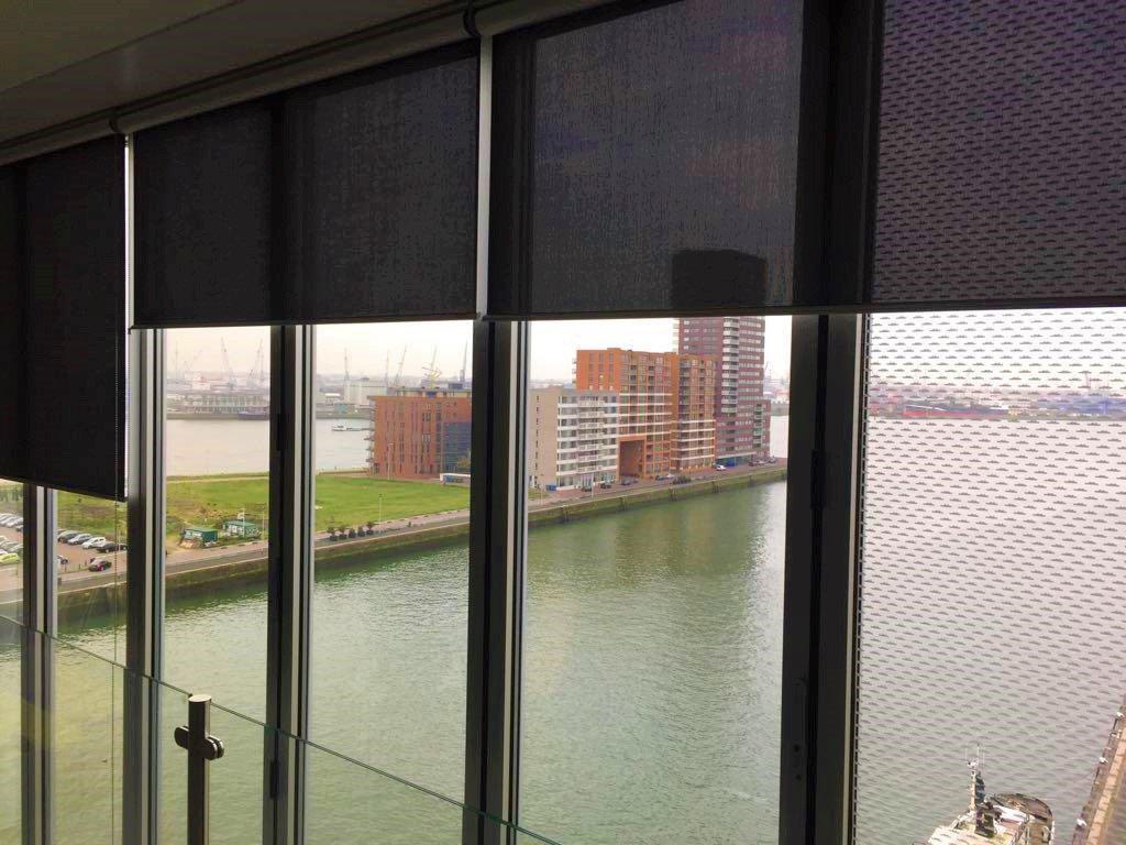 Zonwering In Rotterdam : Ritsscreen met zichtvenster geplaatst in rotterdam ritsscreen