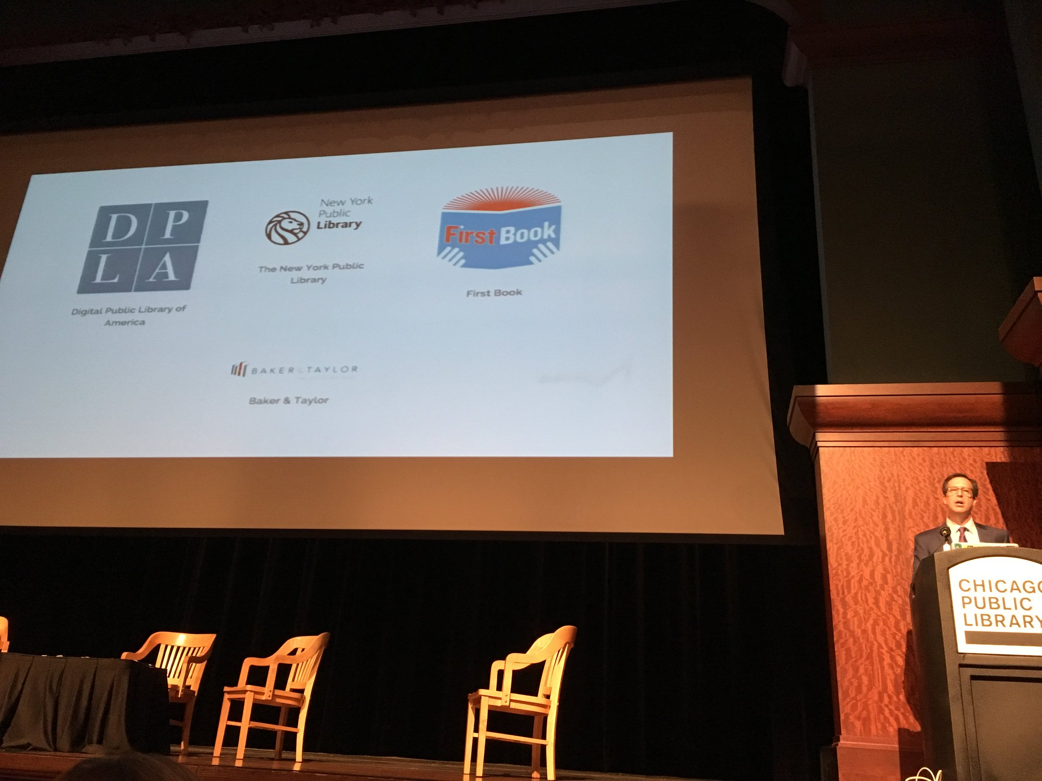Open eBooks gets a shout out from @dpla exec. director @dancohen at #DPLAfest in Chicago. Over 1.5 million books downloaded! 🎉 https://t.co/vyRwyu2tXT