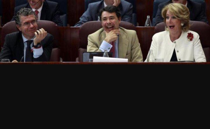 """""""Rcdas aquellas noches en la cabaña... Las risas q nos echabamos todos juntos"""" #20Abril #CeltasCortos """"Esperanza Aguirre""""!! pic.twitter.com/CDG2gXlDNT"""