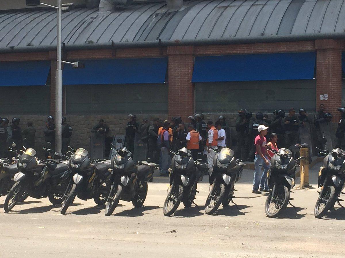 Strong police presence in El Paraiso in Caracas