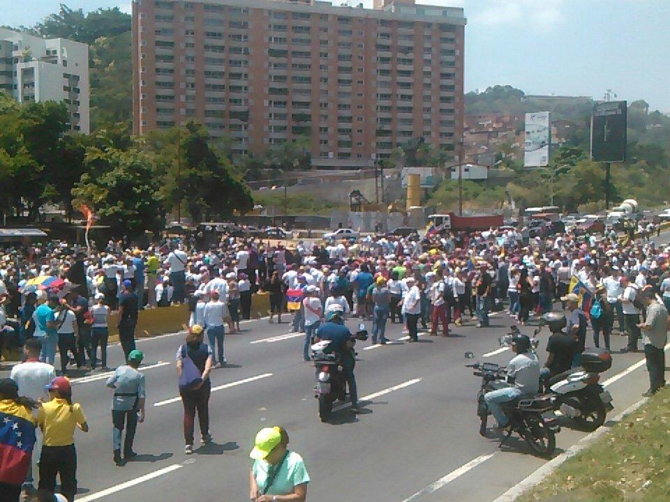 via @Diegoalejandrox: Distribuidor Santa fe 11:20 amor #20A @traffiCARACAS  https://t.co/fri2oFVHW4 #Miranda