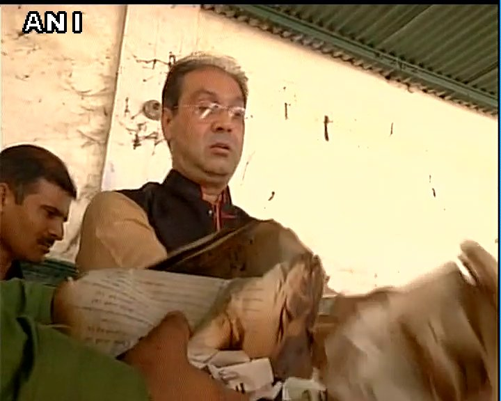 Lucknow: UP Minister Mohsin Raza visits Sunni Central Waqf board office, finds mounds of burnt documents