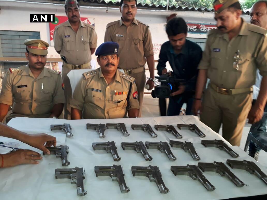 Uttar Pradesh: 18 pistols recovered from an abandoned bag from Sealdah Express in Ballia