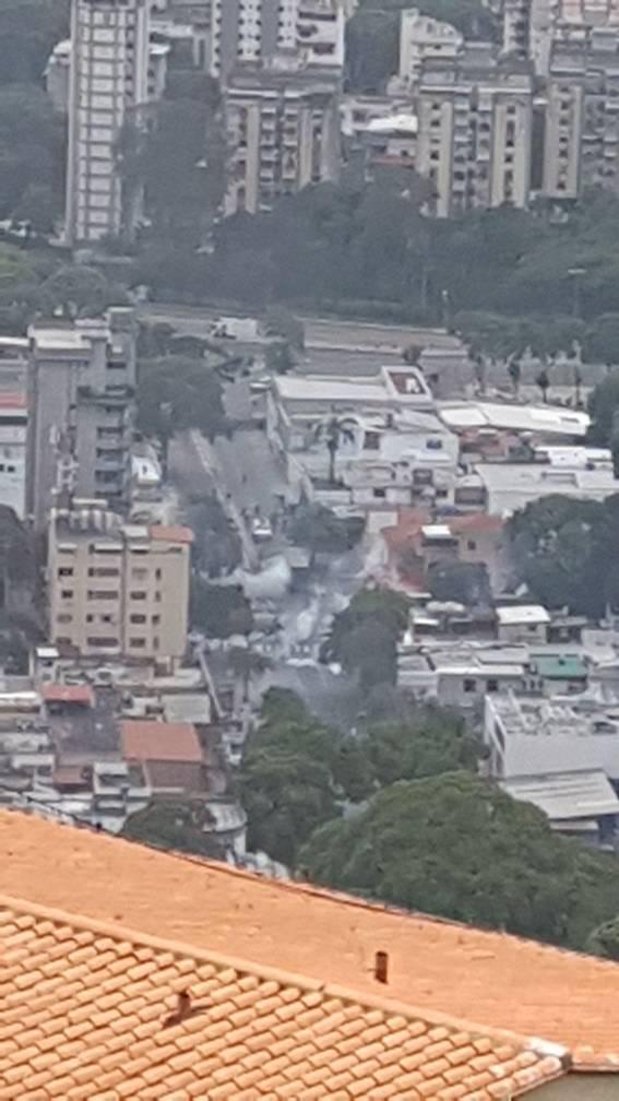 via @miricuchi:  @traffiCARACAS  Bombas crema Paraíso de Santa Monica!!! https://t.co/0JDwHi4Vro #Miranda