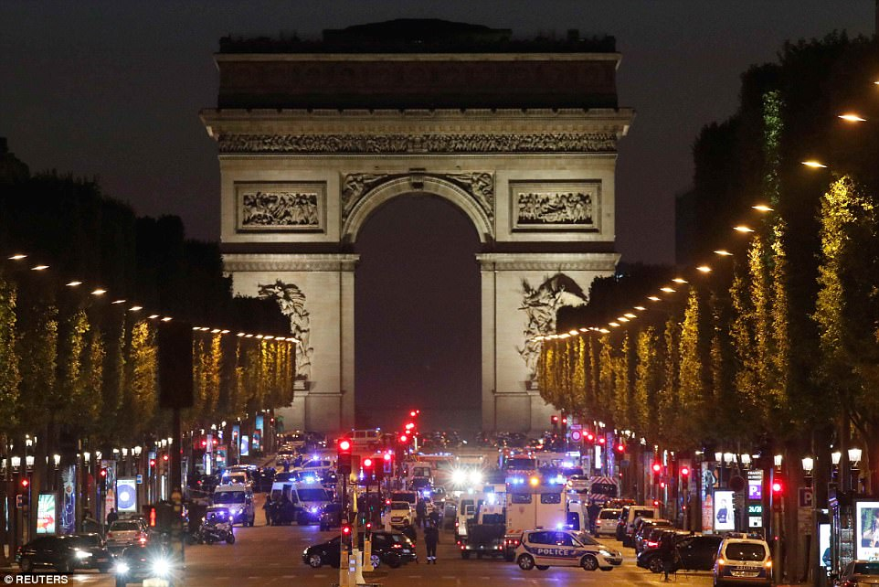 TERROR ON CHAMPS ELYSEES - Police can&#39;t cope anymore - The irreversible Islamization of #France   http:// ottersandsciencenews.blogspot.ca/2017/04/terror -on-champs-elysees-read-article.html &nbsp; …  #fusillade #Paris<br>http://pic.twitter.com/rRgy9STQjx