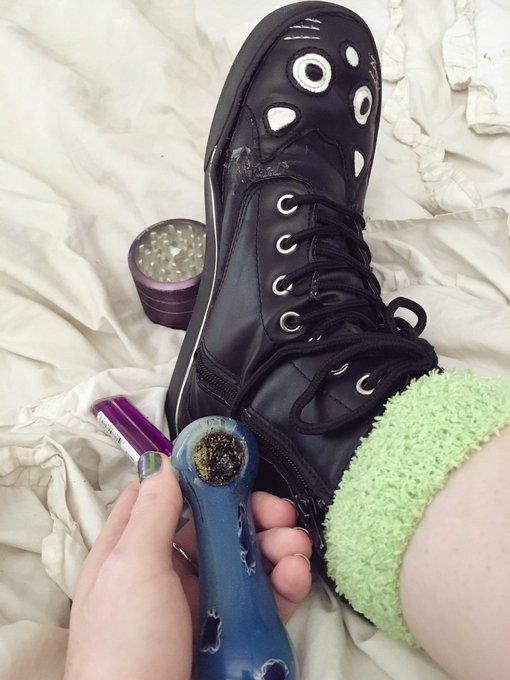 happy 420 💚✨ https://t.co/vTa0Tgx9Xv