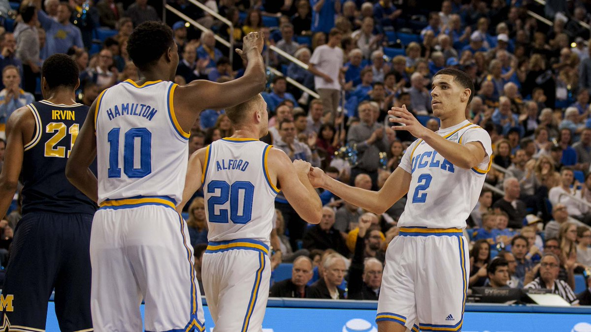 Hands up for #NationalHighFiveDay!  #GoBruins 🖐🏽🏀 https://t.co/EP58pif...