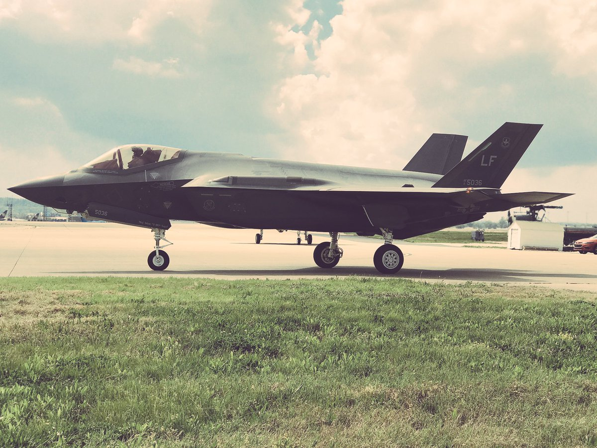 Louisville...please give a big welcome to our guests, the F-35! #Thund...