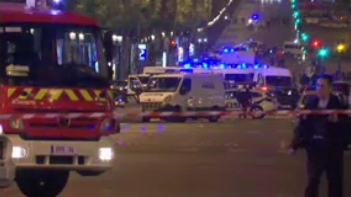 Встолице франции скончался 2-ой полицейский в итоге стрельбы наЕлисейских полях