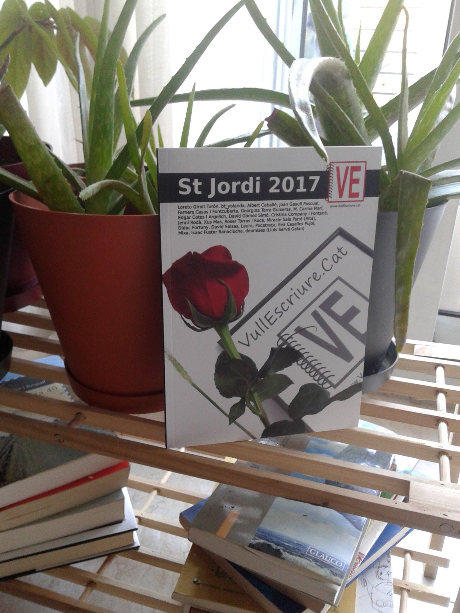 Un llibre perquè hi floreixin les paraules! Felicitats @TereSM_  i tots els escriptors de @VullEscriure https://t.co/RuiZ4v0AYQ