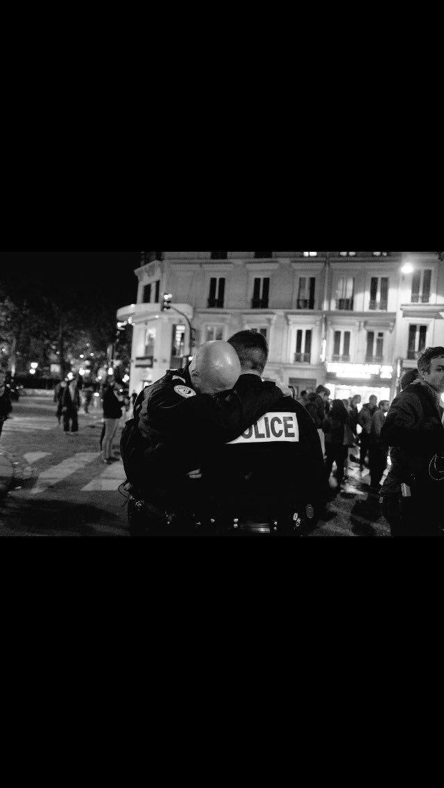 #ChampsElysees Pas de mot. Juste une photo. No word. Just a picture. <br>http://pic.twitter.com/xz3e9VEzz5