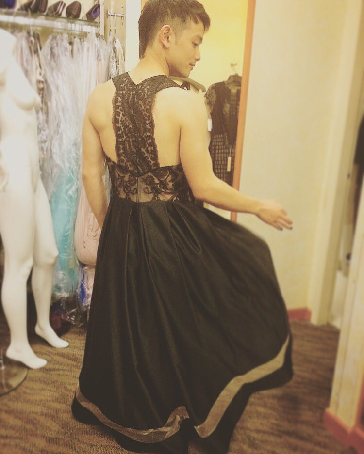 Tbt That Time I Was Trying On Dresses While High Schoolers And Their Moms Prepared For Prompic Twitter Rvhttdidqb