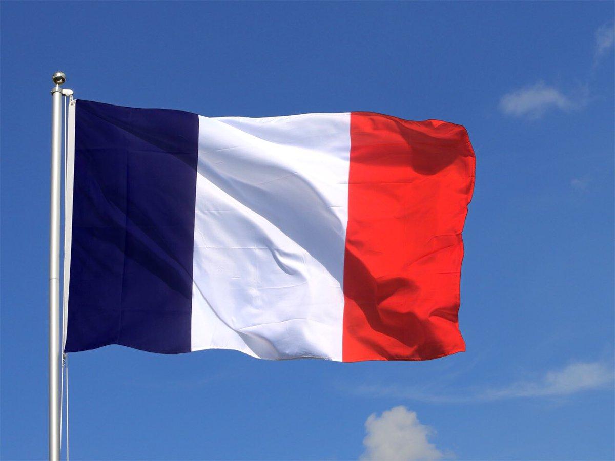 Hommage au policier mort en nous protégeant. Mes pensées pour sa famille, pour ses collègues. #ChampsElysees