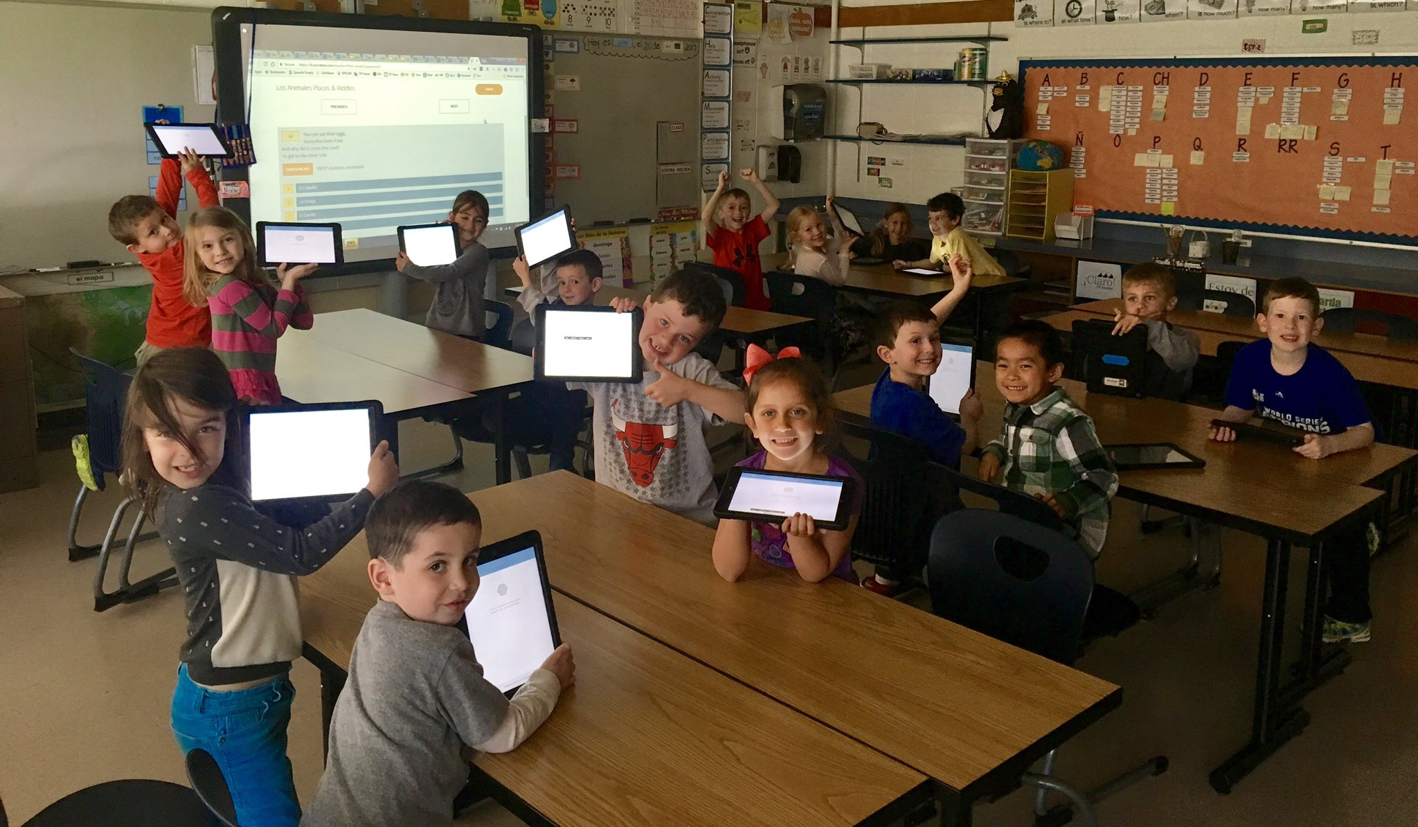 Mrs. Whisler's class had a BLAST solving animal riddles using @Socrative in Spanish today! #sp109 #engage109 https://t.co/fA0VZ5kIYP