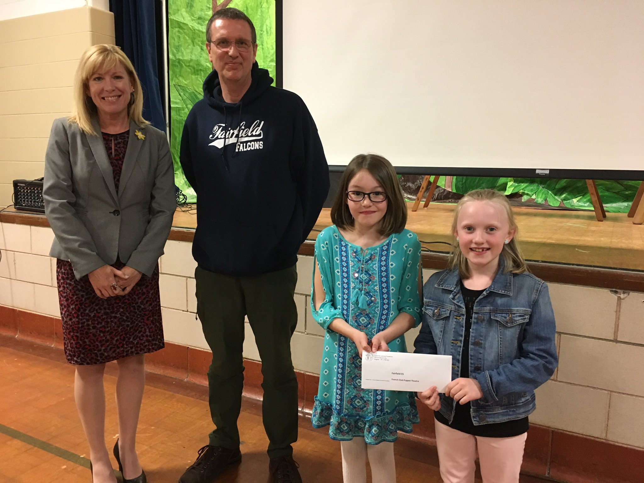 Meet Abby & Courntey from @FESFalcons_LDSB Oh & @DebraRantz & Mr. Wenkoff. Grant will support puppet theatre for Fr. club that Ss organized. https://t.co/gBAieUhYep