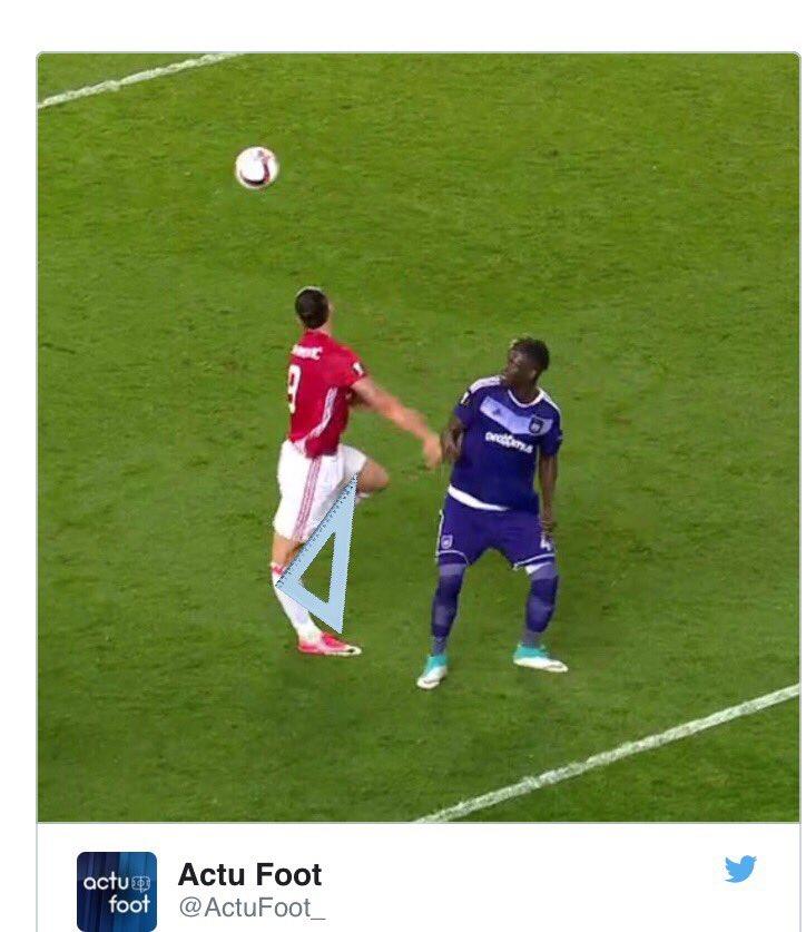 Jurez #zlatan sa jambe elle fait pas une équerre  pic.twitter.com/DfGk0rxwt4