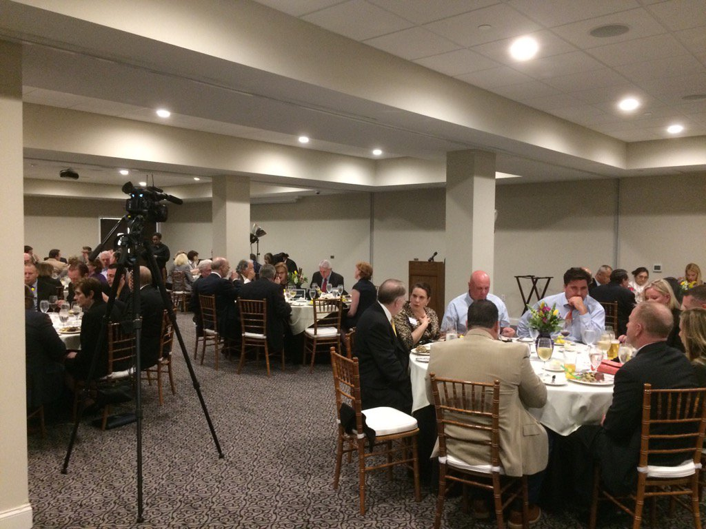 @hobartsrun investor dinner underway @ Sunnybrook. 5 minutes until @GovernorTomWolf is scheduled to speak. https://t.co/w74TdMMCPF