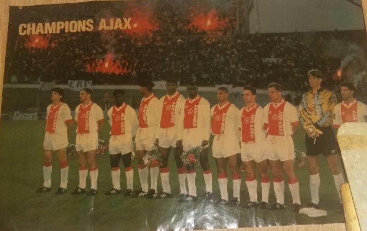 #Ajax &#39;95 still on one of my walls. #Wzawzdb <br>http://pic.twitter.com/mOXjQjAnKZ