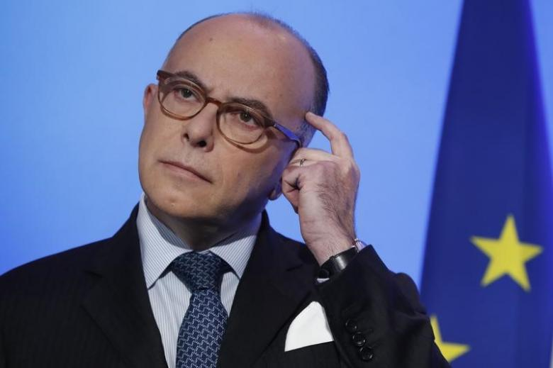 #Parisshooting: French Prime Minister #BernardCazeneuve pays homage to killed policeman   http://www. financialexpress.com/world-news/par is-shooting-french-prime-minister-bernard-cazeneuve-pays-homage-to-killed-policeman/636175/ &nbsp; … <br>http://pic.twitter.com/tovu7kgzGp
