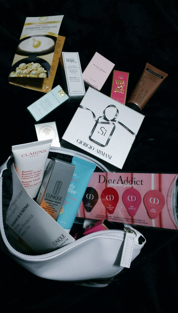 So did you have magicians pack this?! @davelackie So many gifts!! #grateful #hbBeauty #dior #ClarinsCanada #Clinique #armani #EsteeLauder <br>http://pic.twitter.com/vjgA5rf574