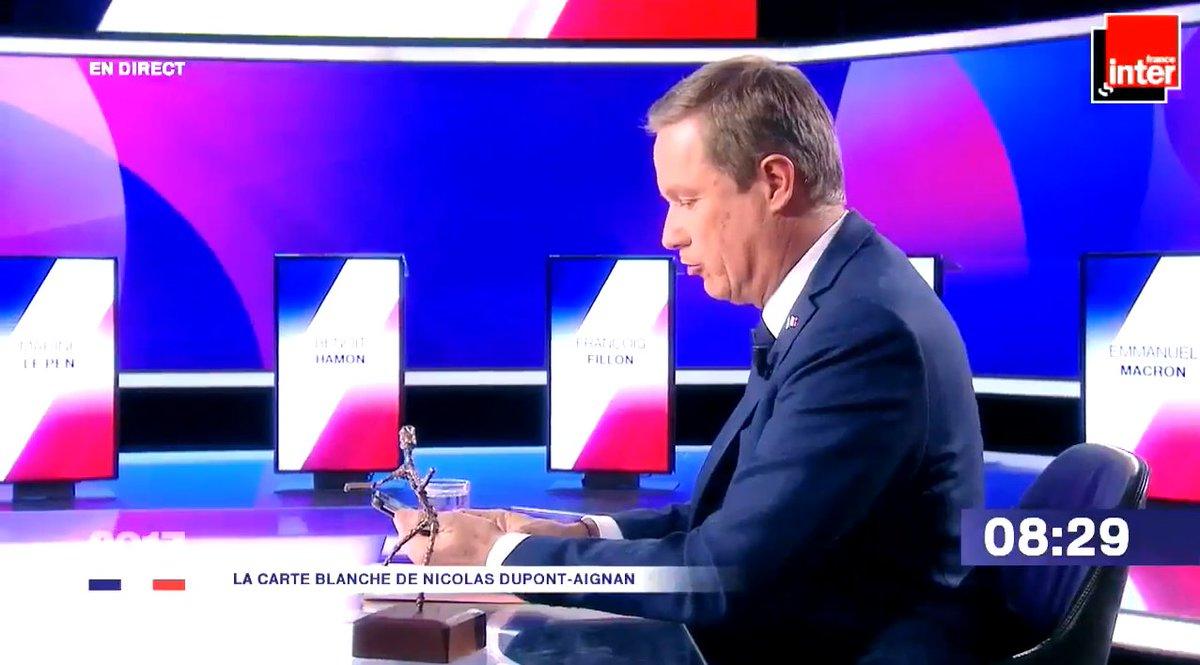 (Le Parisien) VIDEO. Dupont-Aignan dévoile les #SMS de #Serge Dassault lui demandant de..  https://www. titrespresse.com/35151291612/sm s-serge-dassault-dupont-aignan-devoile-demandant-renoncer  … pic.twitter.com/G8ulddRGXc