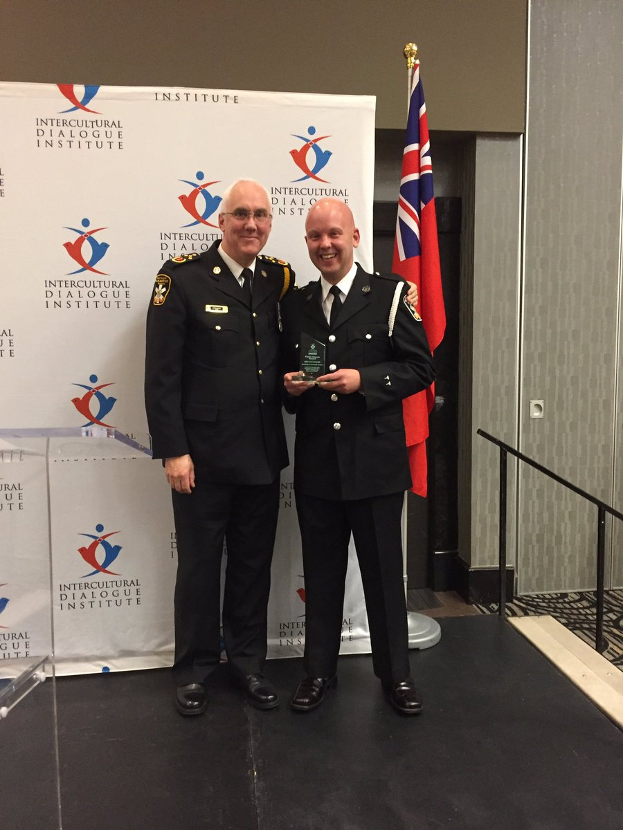 .@ChiefDundas presents the @IDIGTA #PublicHeroes Award to #Paramedic G...
