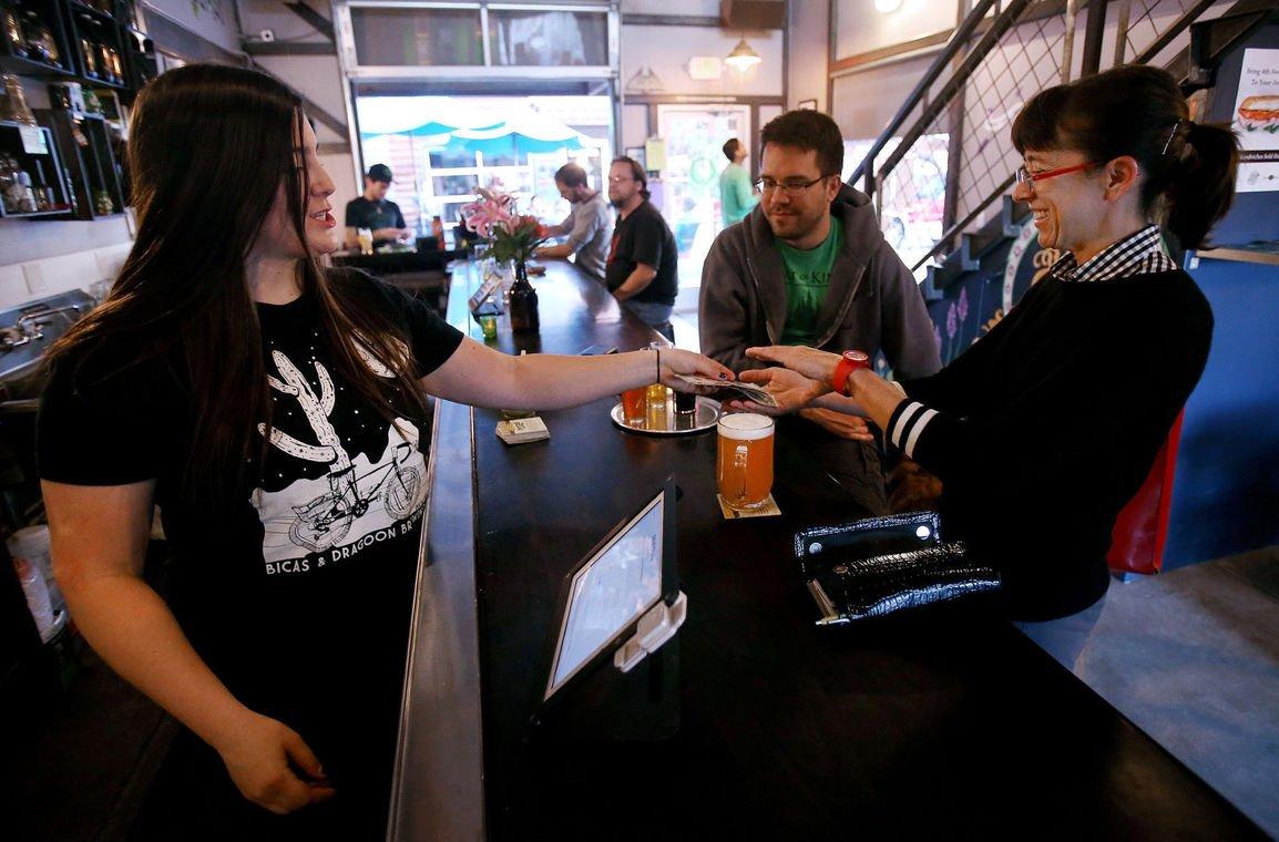 Employment at AZ restaurants, bars surges following minimum wage increase https://t.co/f3o9AdrAXc