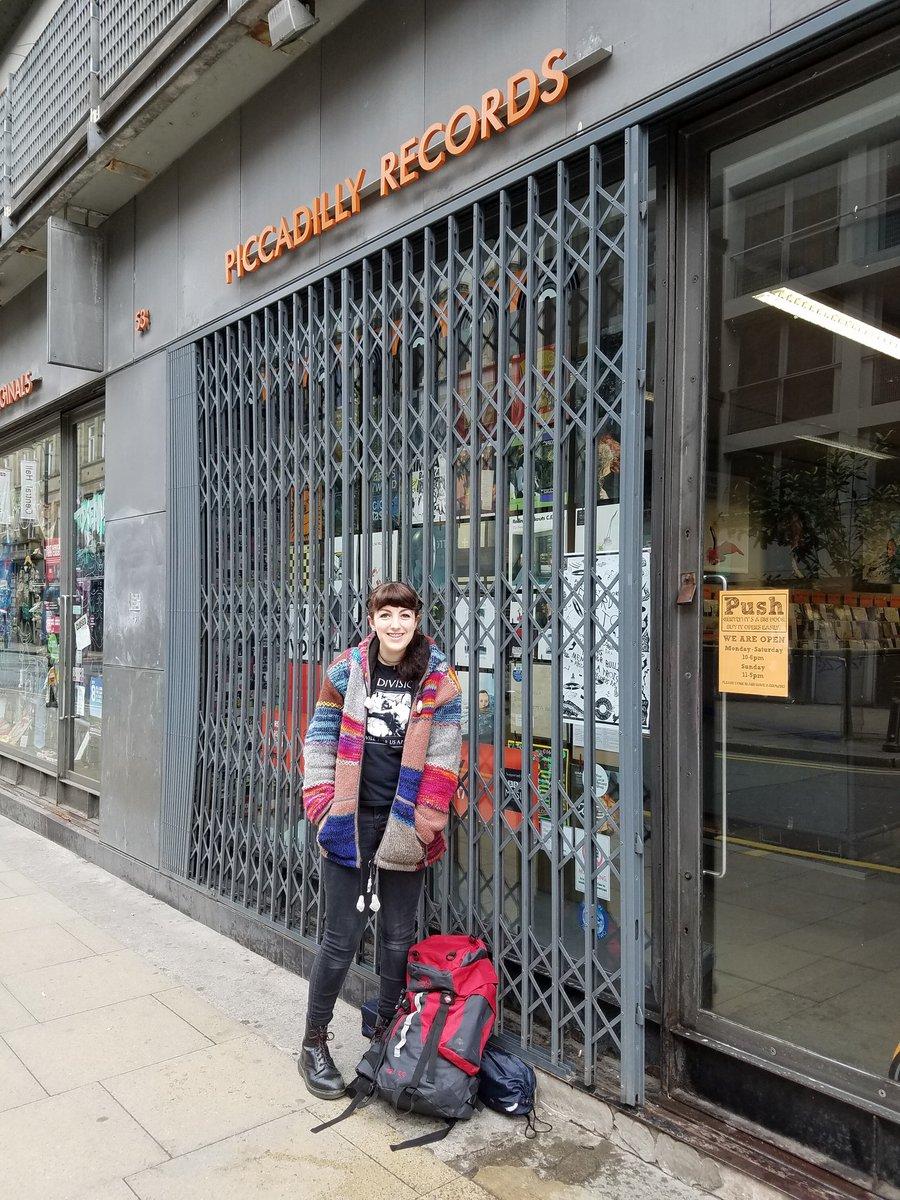 The @RSDUK queue has started. Lauren got here at 8.30am!!! #RSD17 https://t.co/o9eNrynMjz