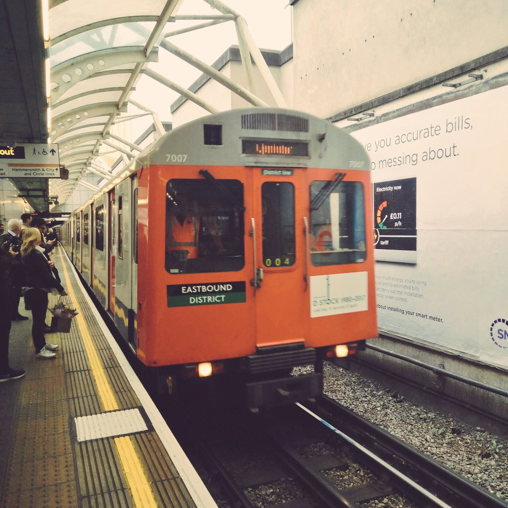 End of an era! @districtline D-Stock  1980-2017 Last Day In Service  #D-parture #CatchTheD @TfL<br>http://pic.twitter.com/NYb1xcBI1s
