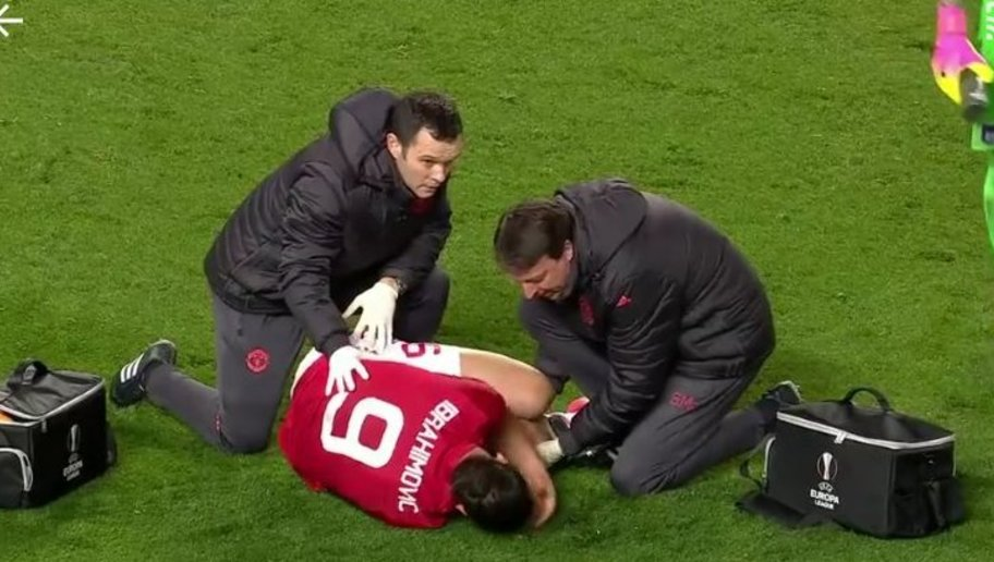 Terrible blessure pour #Zlatan Ibrahimovic, rupture des ligaments croisés évoquée -  http://www. parisfans.fr/?p=273332     #PSGpic.twitter.com/Q1iTtr5Wfg