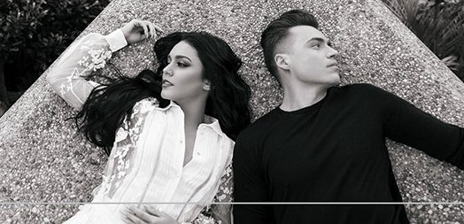 .@VanessaHudgens has teamed up with @ShawnHook for a hot new song! Listen to #RemindingMe HERE:  http://www. justjaredjr.com/2017/04/21/sha wn-hook-drops-music-video-for-new-song-reminding-me-with-vanessa-hudgens-watch/ &nbsp; … <br>http://pic.twitter.com/59LDi7gHmX