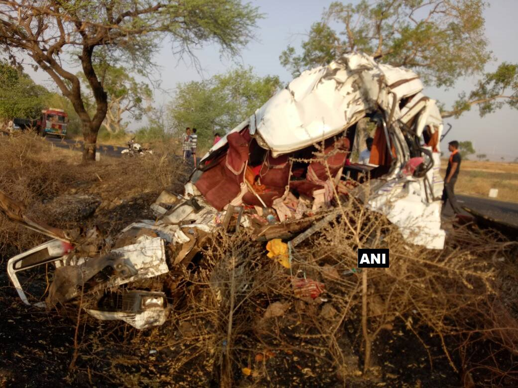 Maharashtra: 6 passengers killed and 10 injured in a minibus-truck collision in Sangli district