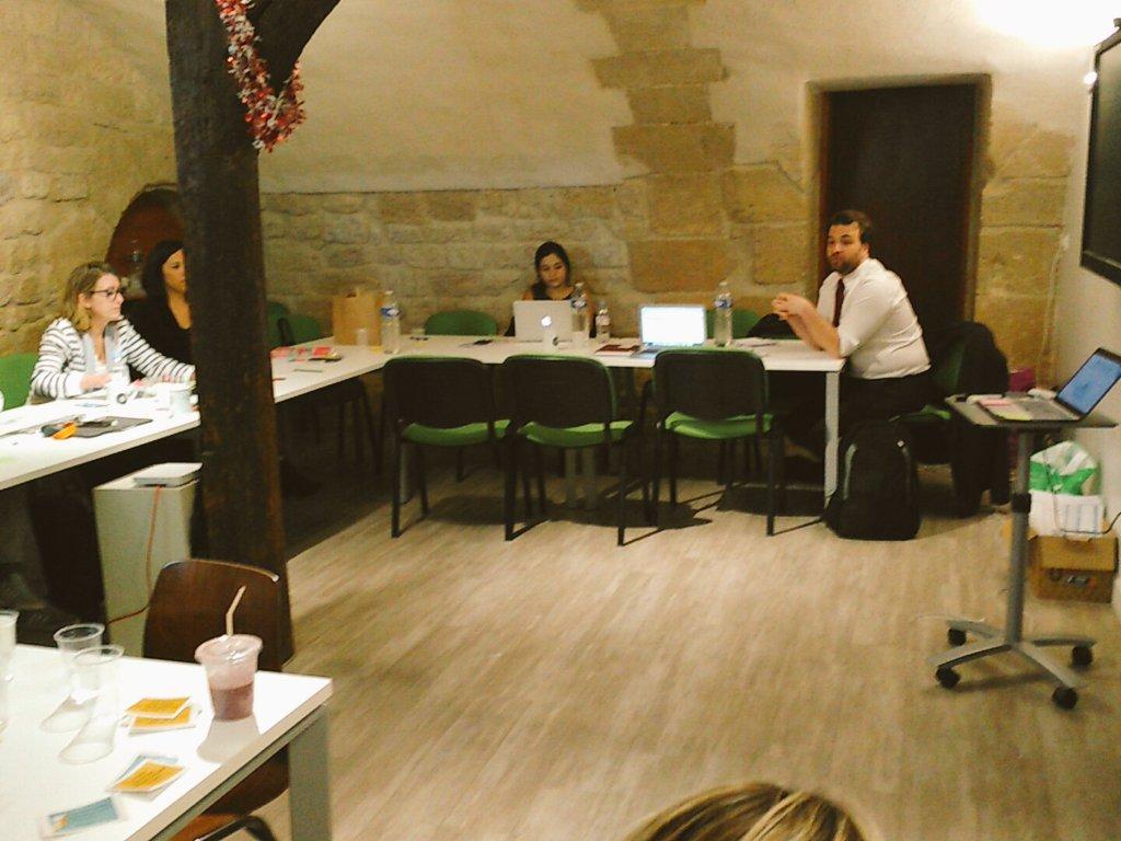 #Workshop sur l'aspect juridique avec l'avocat Jean Baptiste @soufron pour nos intrapreneuses  #66Miles pic.twitter.com/xKXxdXu7zb