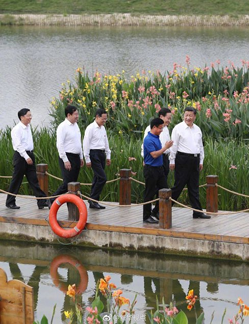 President Xi Jinping highlighted the importance of protecting the environment while meeting with residents in Nanning