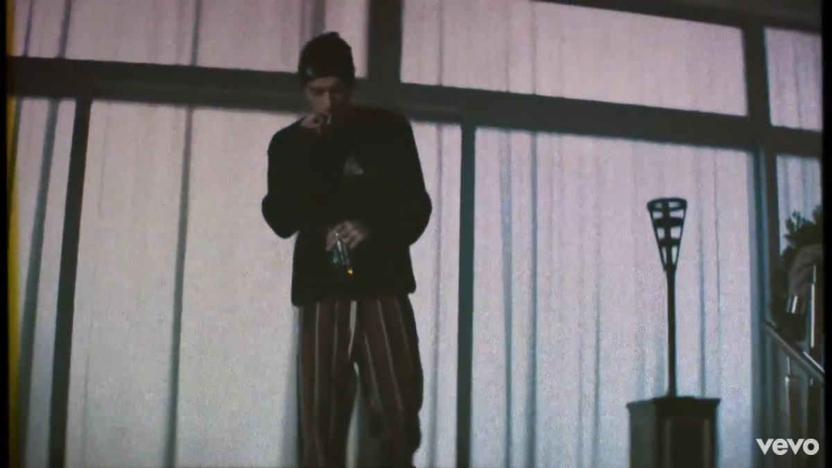 The music video for &#39;Still Got Time&#39; by ZAYN feat. PARTYNEXTDOOR is out now! #STILLGOTTIMEVIDEO   Watch here:  https:// youtu.be/cHOrHGpL4u0  &nbsp;  <br>http://pic.twitter.com/AABONxmmeF