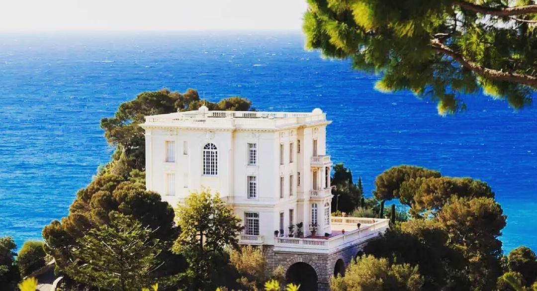 Room with a view... #villa #cotedazurfrance #cotedazurnow #maison #mer #sea #lifestyle #luxury #golf #realestate #france<br>http://pic.twitter.com/yR3iwSxjEr